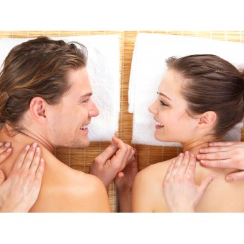 Aroma oil massage for couple